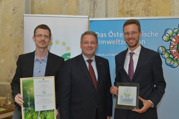 Walter Mair (Quality Management & Development) und Thomas Komin (Sales & Marketing) bei der Verleihung in Wien